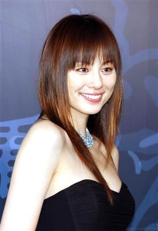 ロングの米倉涼子